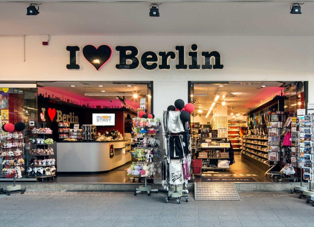 i love berlin am kudamm souvenir gro und einzelhandel muddastadt berlin. Black Bedroom Furniture Sets. Home Design Ideas